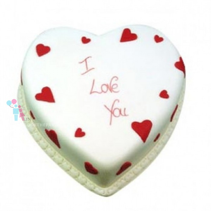1 Kg Heart Shape Vanilla Cake