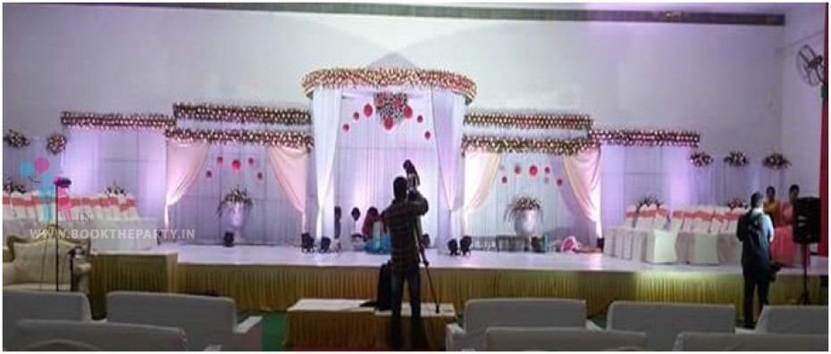 White Drapes with Round Structure Theme