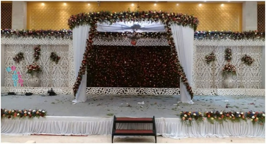 Round Mandapam with Flower Pasting and Fiber Panels
