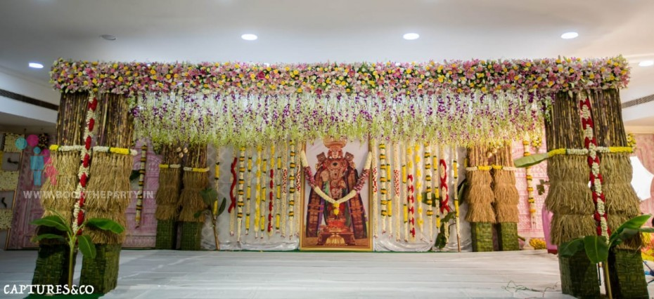 ORCHIDS HANGING & TRADITIONAL PILLARS THEME
