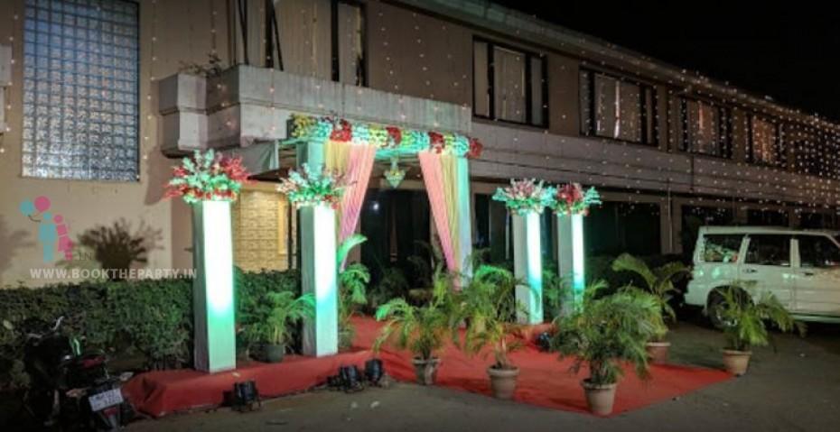 Golden Fiber Jalli Mandapam with Garlands