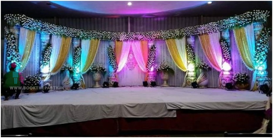 Curve Backdrop with Floral Decor